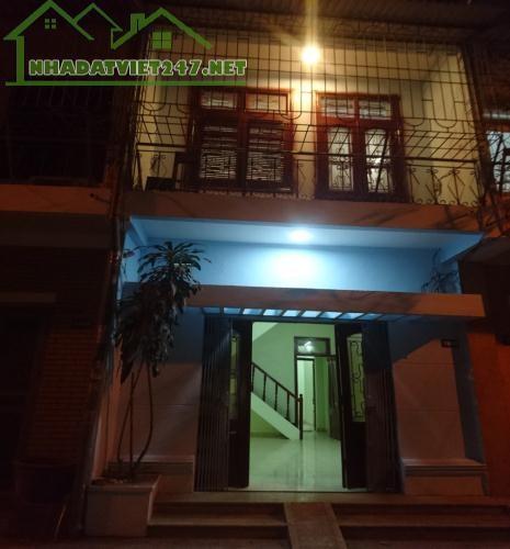 Cho thuê nhà làm văn phòng, khu vực Hai Bà Trưng, Hà Nội. DT 50m2, giá 12triệu/tháng