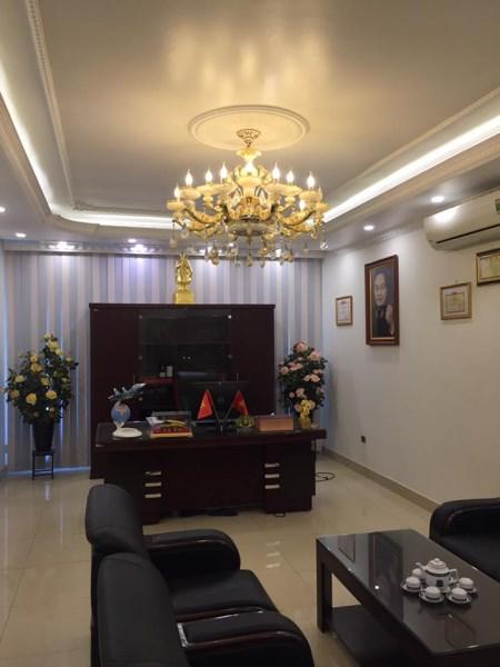 Cho thuê nhà riêng tại Phố Trạm, Long Biên, 124m2, mặt tiền 4.8m, 4 tầng. Giá 50 triệu/ tháng.