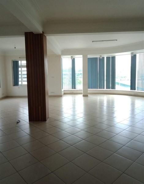 Cho thuê nhà MP Lê Đức Thọ, DT 200m2, 6 tầng, MT 15m.