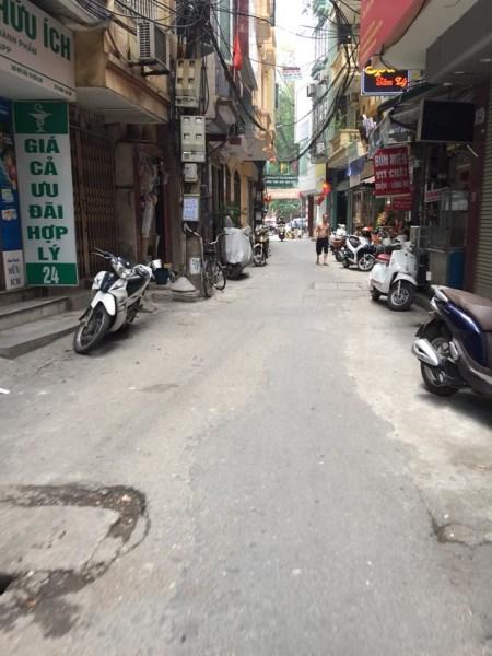 Bán nhà vị trí cực đẹp 3 mặt thoáng, MT 5.4m, cách đường ô tô 15m phố Yên Lãng giá 5.6 tỷ.