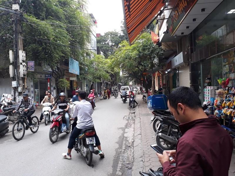 Bán nhà đẹp 5 tầng DT 70m2 kinh doanh sầm uất mặt phố Tân Mai giá 5.8 tỷ