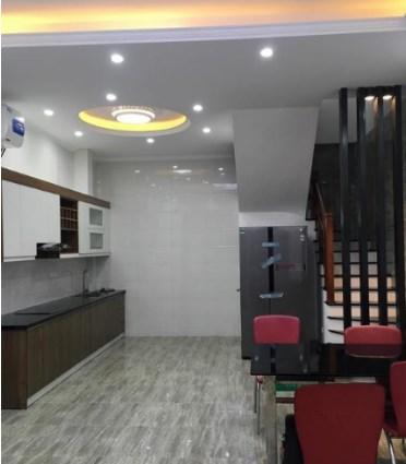Bán nhà đẹp phố Hào Nam 34m2*4 tầng, ngõ gần 3m, cách phố 80m.