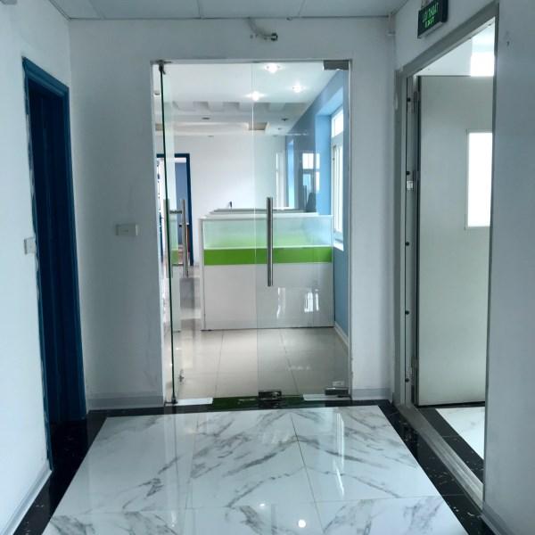 Cho thuê văn phòng trọn gói Ba Đình, Đường Cửa Bắc, giá 10 triệu phòng 8 người, sẵn máy chiếu