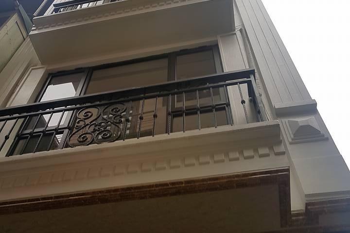 Nhà đẹp 5 tầng ngõ phố Hồng Mai 38m2 măt tiền 3,5m , ô tô đỗ cách 30m . Giá : 3,6 tỷ .
