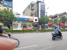 Cho thuê tòa nhà mặt phố Kim Mã, Ba Đình. DT: 110, MT: 9m, vỉa hè: 8m.