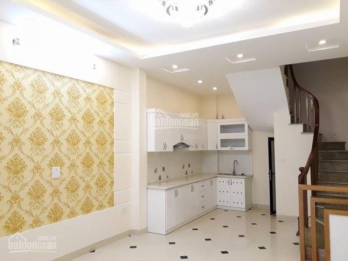 Bán nhà 32m2 phố Trích Sài nội thất đẹp giá chỉ 3,1 tỷ đồng . LH : 01293200999