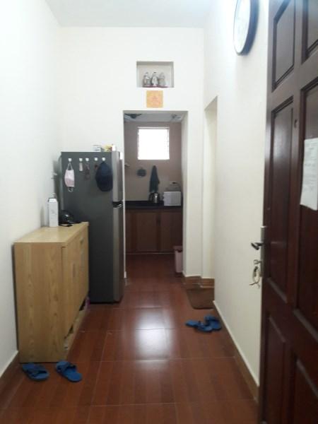Cần bán căn hộ tập thể, ngõ 210 Hoàng Quốc Việt, 65m2, ban công Đông Nam, sổ đỏ chính chủ.