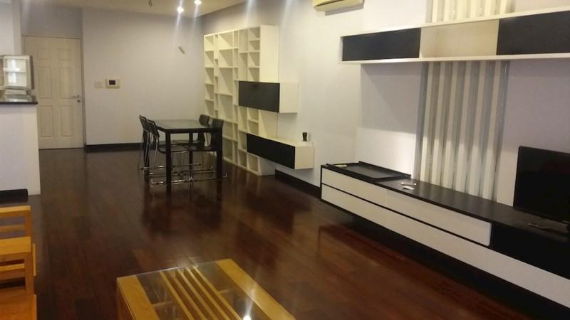 ( Bán) căn hộ 2PN và 2VS, ban công Nam, ở ngay, tầng 8, Chung cư Nghĩa đô, 106 Hoàng Quốc Việt
