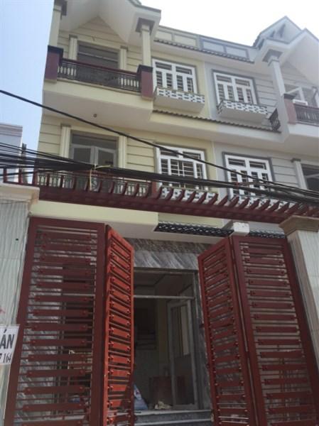 Bán Gấp Nhà 1 Trệt, 2 Lầu Đúc Thật, Sổ Hồng Riêng Đối Diện Trường Nguyễn Văn Quỳ.