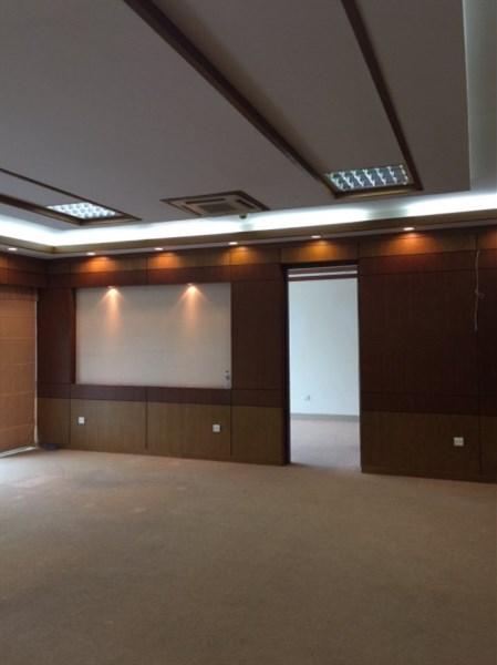 Cho thuê văn phòng MỚI mặt phố Tôn Đức Thắng dt  80m2. LH 0934190889