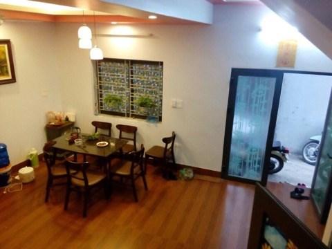Tôi cần bán nhà mới xây dựng tại Phố Thanh Am, Long Biên.S: 43m2. Giá: 2,4tỷ
