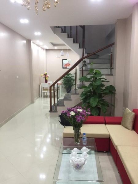 Bán nhà riêng phố Chùa Bộc, DT 45m2x 5 tầng, 4.1 tỷ