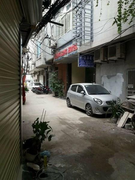 Cho thuê nhà mặt ngõ, số 53, ngõ 335 Nguyễn Trãi. Diện tích 18 m2, mặt tiền 4 m, ngõ rộng 6 m