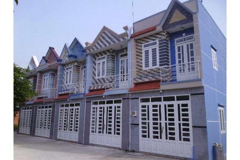 bán nhà 1 trệt 1 lầu Vị trí: gần chợ ấp 5 Xuân Thới Sơn. 4x12 giá 817 Tr/căn ( sổ hồng riêng )