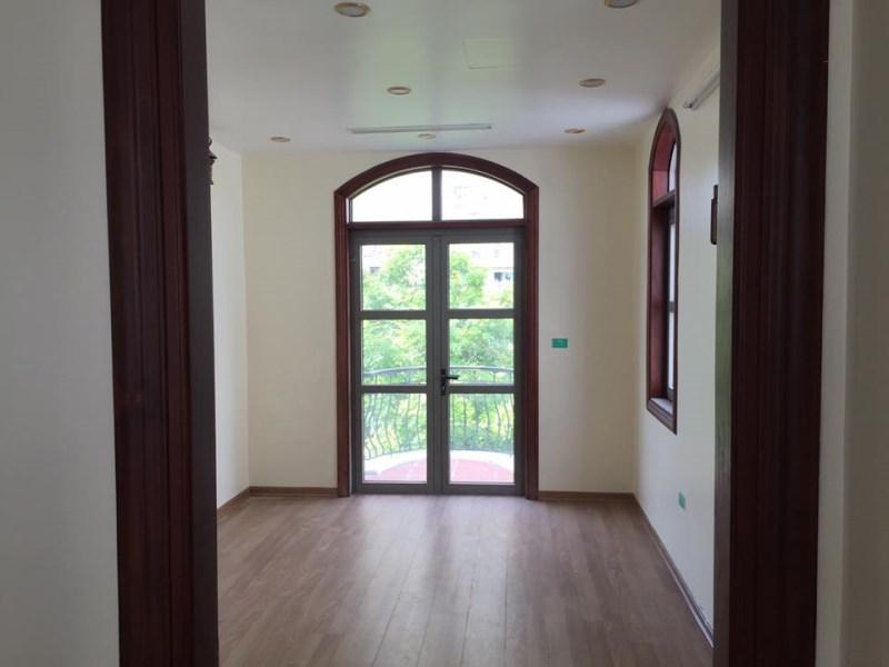 Cho thuê Biệt thự Vincom Long Biên, 165m2 , 3.5 tầng, giá 80tr/tháng.LH: Nga 0966 155 870
