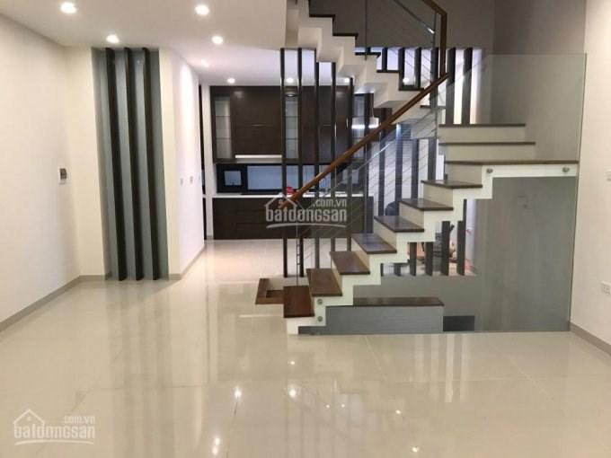 Bán nhà ngõ 651, Minh Khai, ô tô 16 chỗ qua nhà, 50m2, 4 tầng, giá 2.8 tỷ, đẹp