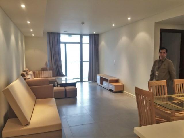 Tôi cho thuê căn hộ ở mặt đường Hoàng Quốc Việt đầy đủ nội thất xịn giá rẻ.