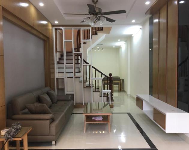 Bán nhà phố Láng Hạ, Đống Đa, DT: 40m2, 4 tầng, cách mặt phố 50m, Giá 3,9 Tỷ