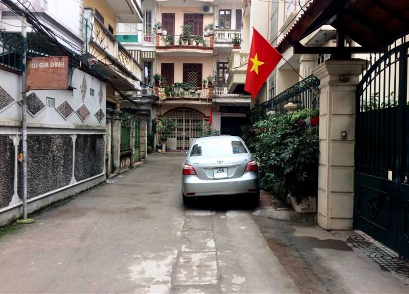 Cần bán nhà phố Thái Hà, Trung Liệt, DT 60m2, ô tô đỗ ngày đêm, giá 6.5 tỷ, LH 0912 633 061