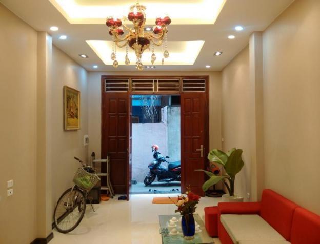 Bán nhà mới đẹp Đê La Thành, 35m2*5 tầng MT 4.1m ngõ thông thoáng. Giá 3.5 tỷ.