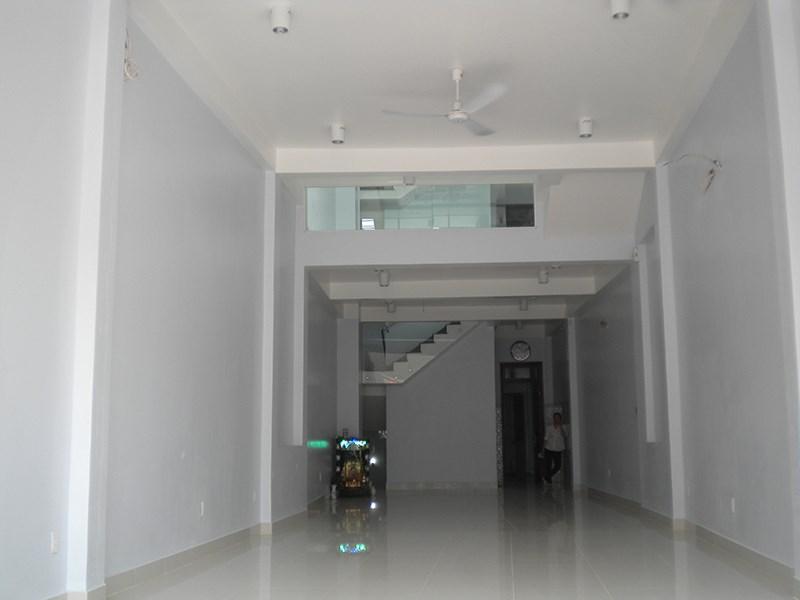 Cho thuê nhà mặt phố Hoàng Ngân, DT 50m2, 5 tầng, MT 5m.