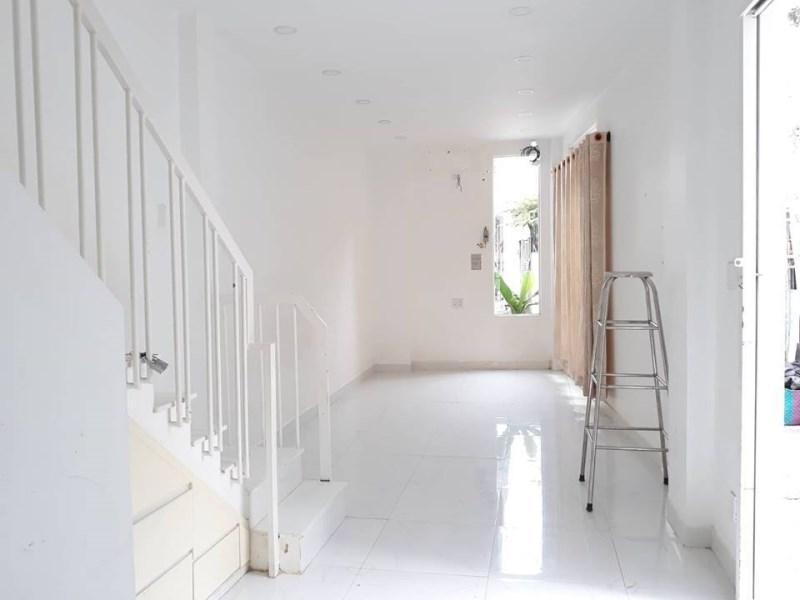 Nhà cực kỳ mới Lạc Long Quân, Tân Bình, 2 tầng, giá 2.9 tỷ