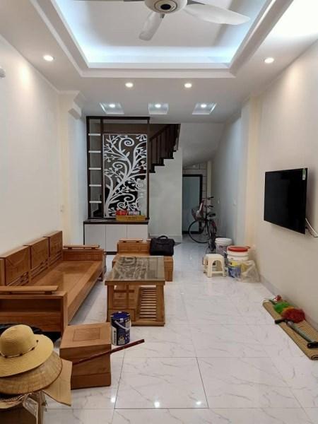 Bán nhà đẹp 5 tầng 3 ngủ, cách ô tô 10m phố Hoàng Văn Thái giá 2.2 tỷ.