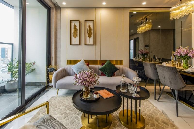 Bán căn số 10 Tràng An Complex, 104m2, tầng 20, giá 4 tỷ 350, nội thất hiện đại.