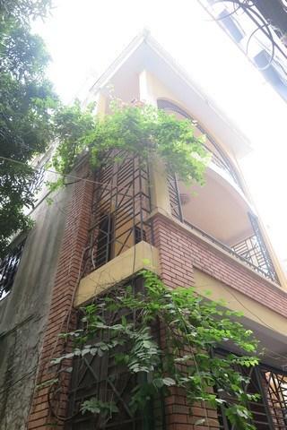 Bán căn nhà vuông vức kiên cố 4 ngủ, sân thượng và đầy đủ tiện nghi