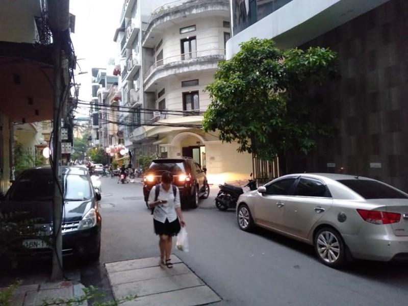 Nhà phố Nguyên Hồng, ô tô 2 chiều, vỉa hè, DT 53m2x5, MT 5m, giá 14.3 tỷ