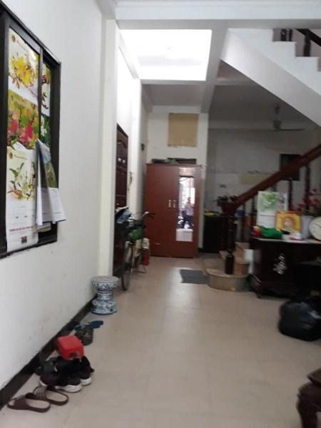 Cho thuê tầng 01 tại số 24 ngõ 86 phố Chùa Hà dt 30m, ô tô đỗ cửa, 6 triệu/ tháng.