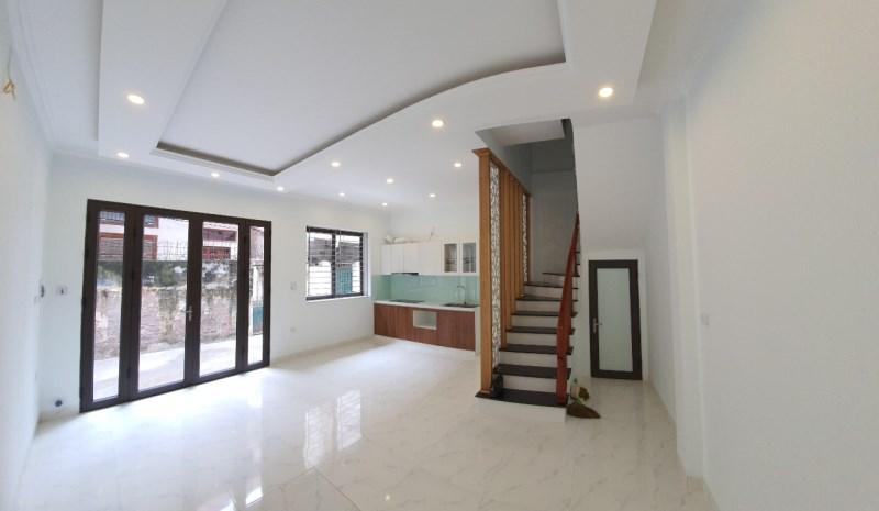 Bán siêu phẩm ngọc trinh  nhà  ngay chân cầu Vĩnh Tuy 5 tầng mặt tiền 4,8m giá siêu rẻ