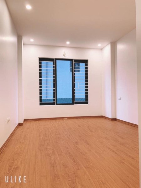 Cần bán nhà còn mới 4 tầng, mặt ngõ ở gần mặt phố, mặt tiền 5m phố Vương Thừa Vũ, giá 5,2 tỷ.
