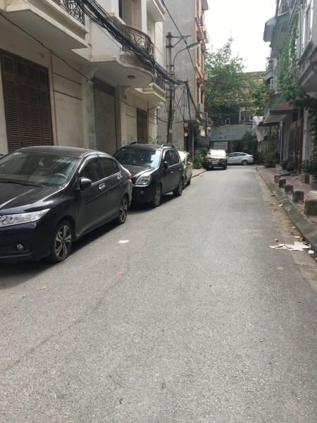 Bán nhà Quan Hoa đường ô tô tránh, DT 60m2, MT 4m, giá 8.5 tỷ
