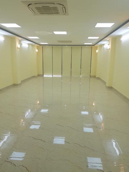 120m2 thông sàn, nhà mới 100%, thang máy, cho thuê làm văn phòng ở Khuất Duy Tiến