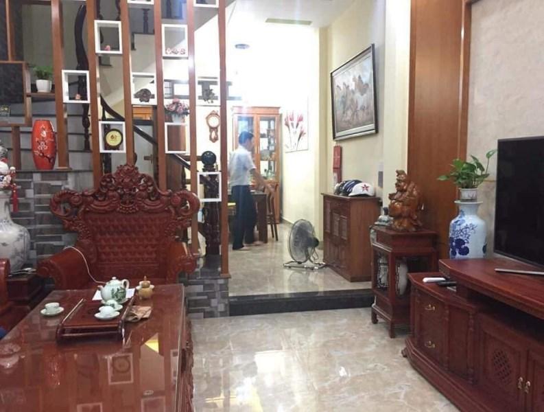 Bán nhà đẹp ô tô đỗ cửa 38m2 x 5 tầng, phố Nguyễn Trãi.
